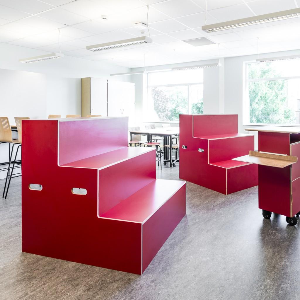 Framtidens skola – Runnerydsskolan red furnishings