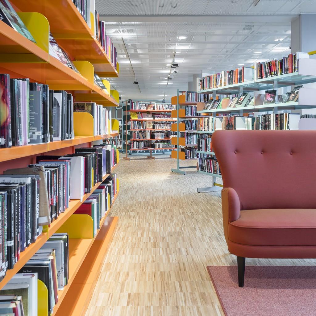 Mölndals Stadsbibliotek bookshelves